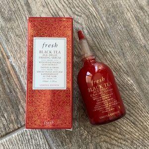 Limited-Edition Fresh Black Tea Age-Delay Serum